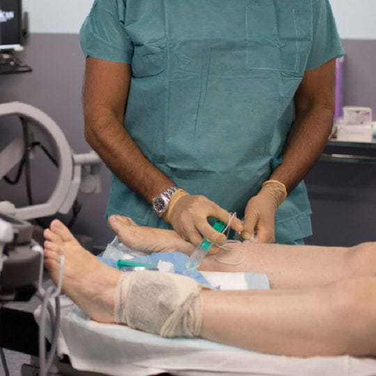 Anesthesie-centre-du-pied-Marseille-chirurgien